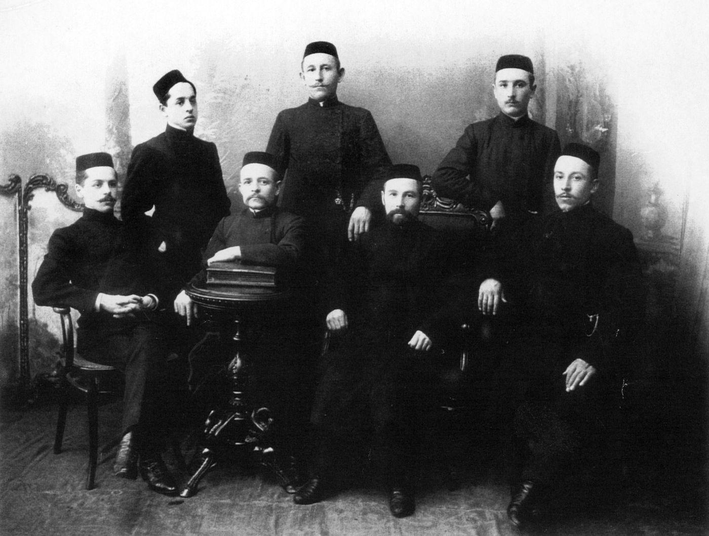 Сотрудники журнала «Анг». Фотография. Начало XX в.